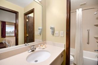 Full bathroom at Jacksonville NC Days Inn
